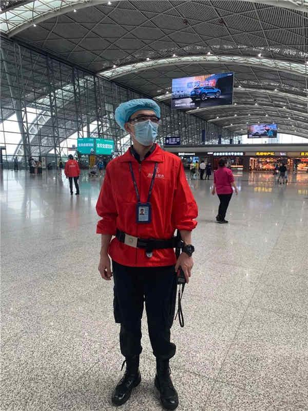 成都双流机场安检先伟:服务不仅是工作,更是一种态度和意识