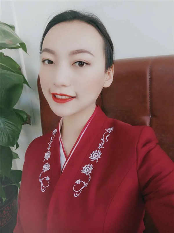 新疆机场集团贵宾接待仝海霞:在奋斗的年纪,就应该用力向前冲